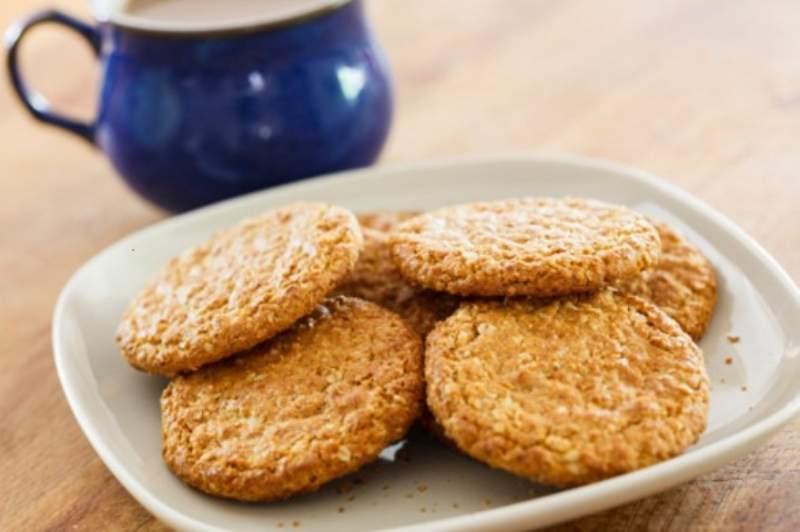 Buoni biscotti fatti in casa semplici e veloci: ecco la ricetta che spiega come fare a prepararli per i vostri bambini