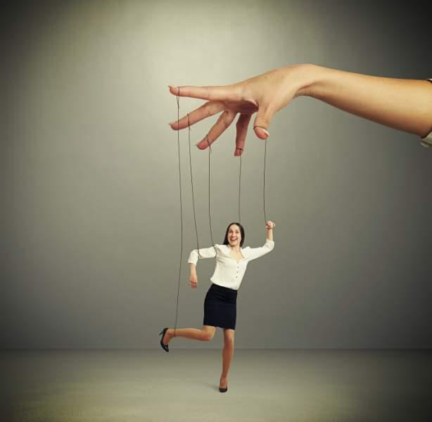 Cos'è la Manipolazione e come riconoscere un manipolatore