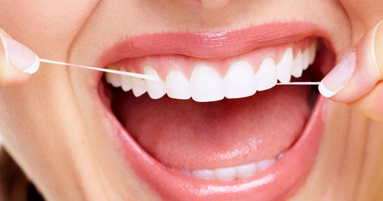 Pulizia dei denti: consigli per la detartrasi fai da te