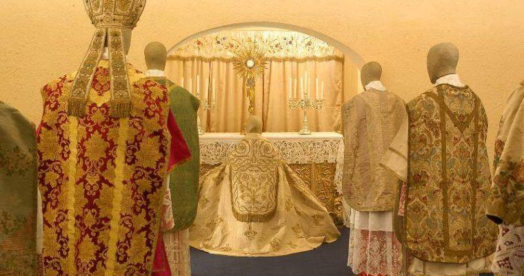 Paramenti sacri: cosa sono e qual è il loro significato?