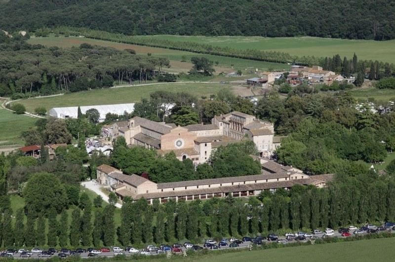 abbazia di fiastra nelle marche