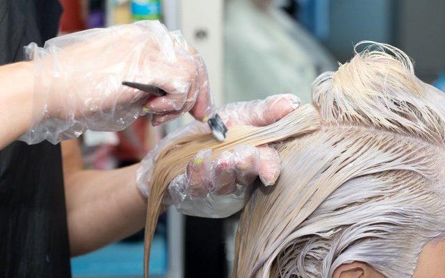 Come decolorare i capelli senza rovinarli