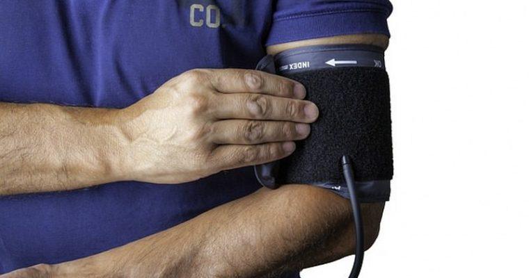 Come tenere sotto controllo pressione arteriosa e colesterolo: i consigli degli esperti