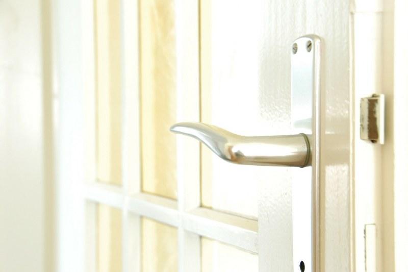 Come abbinare al meglio porte e maniglie
