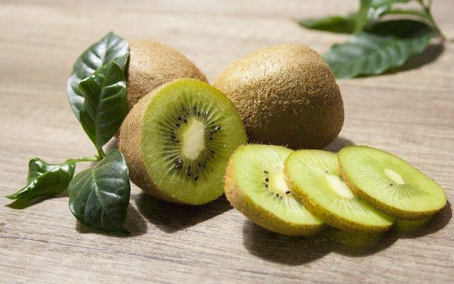 Benefici e proprietà del Kiwi, il frutto amico del benessere